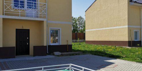 Ограждения септиков перед домом в Ломоносовской усадьбе